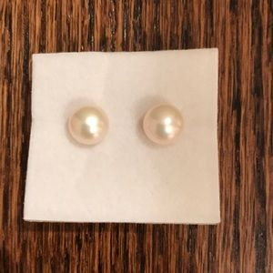 Jewelry - Brand new high quality costume pearl earrings